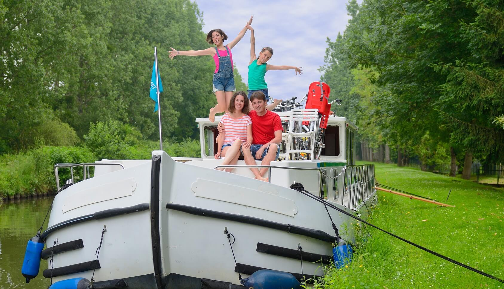 Houseboat Charter - Happy family on a river cruise